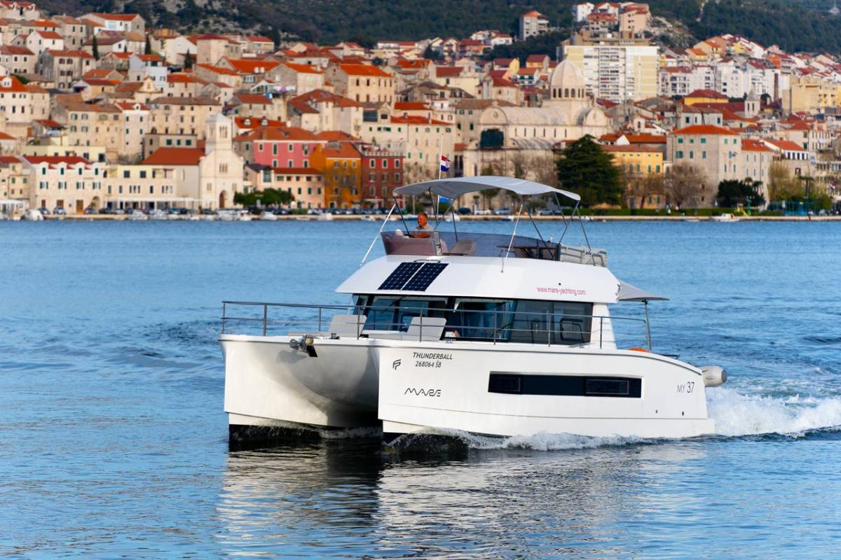 Fountaine Pajot MY 37 Thunderball